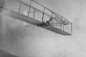 Gliding_flight,_Wright_Glider,_Kitty_Hawk,_NC._1902.10459_A.S.