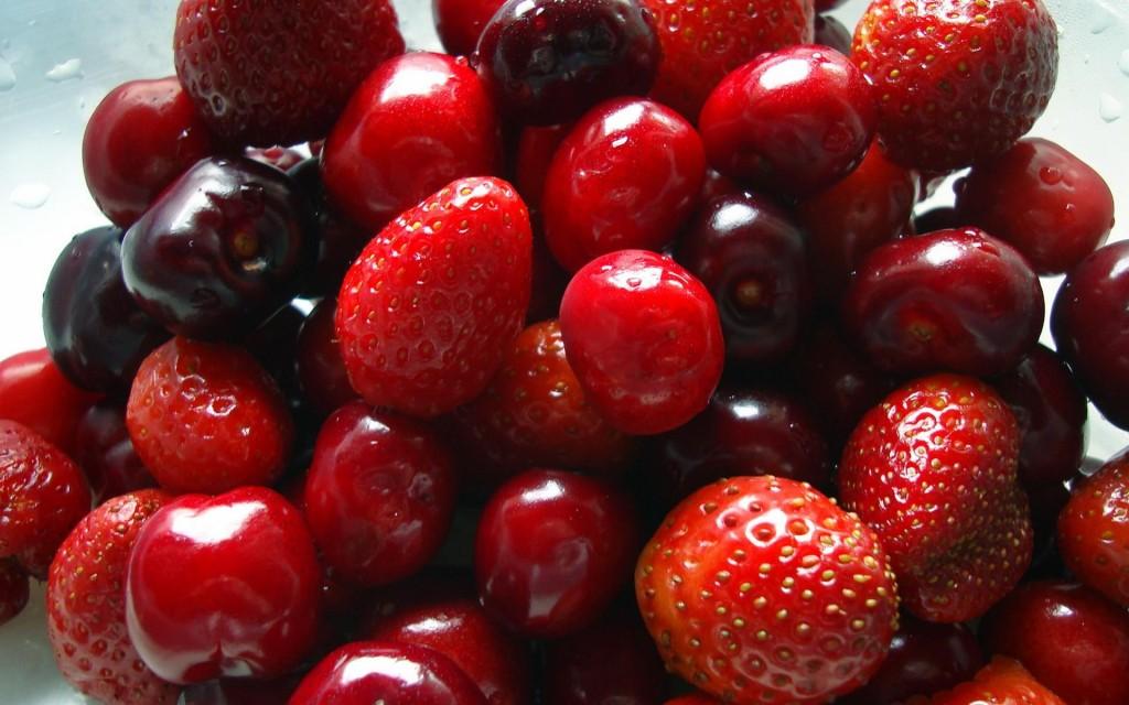 fruits_cherries_strawberries_photos