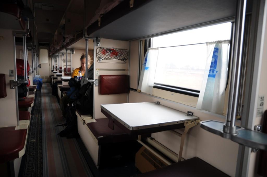 Tältä Trans-Siperian juna näytti. Kuva ei ole minun matkaltani (kuvan lähde: http://3.bp.blogspot.com/_xs_8A5kEyec/TMUo5RwoENI/AAAAAAAAAEQ/SYVzE5NoSwM/s1600/juna_kaytava2.JPG)